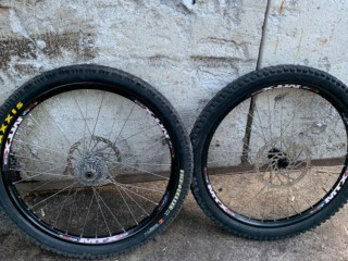 Вилсет 26 Ringle MTX 33 / Xenium / Novatec + покрышки Maxxis Minion DH + роторы + кассета