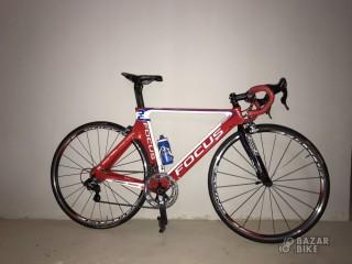 Шоссейный командный велосипед Focus