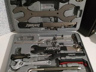Набор инструментов IceToolz в кейсе